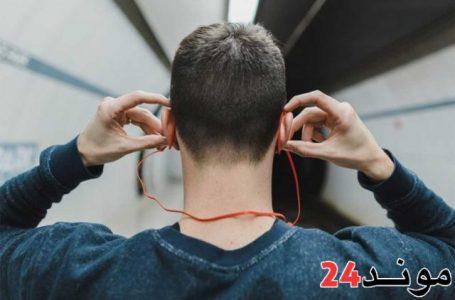 اكثر من مليار شخص عبر العالم مهددون بفقدان السمع بسبب سماعات الأذن
