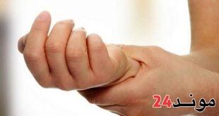 غريب… القبض على فتاة قامت ببتر يدها لتستفيد من التأمين