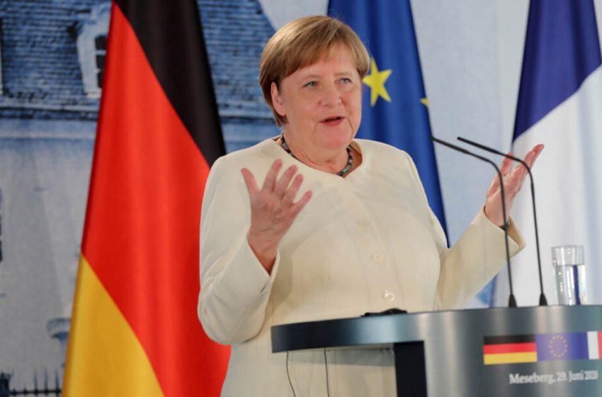 المستشارة الألمانية ميركل توضح سبب عدم ارتدائها الكمامة